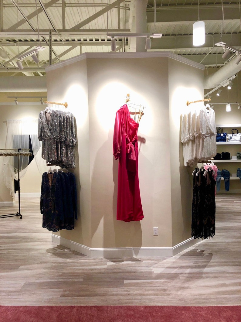 Face out wall clothing rod retail display image 0