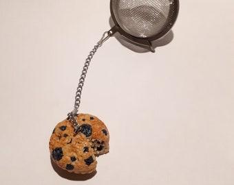 Blueberry muffin, tea ball