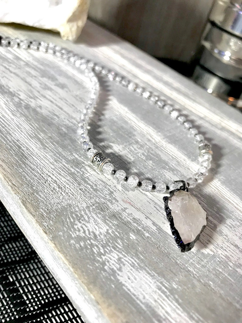 KRISTA short necklace in pearls and tribal arrow pendant in Crystalquartz