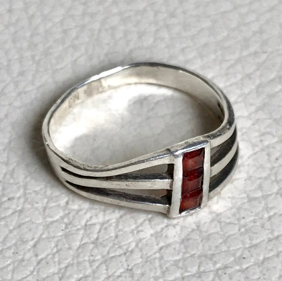 solid silver ring with red stones set  unisex solid silver ring Hallmarked 925 MJ