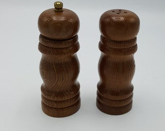 391722cb3e18 Wood Salt and Pepper grinder mill set Vintage made in Taiwan ROC Wood  Vintage salt and pepper shaker set
