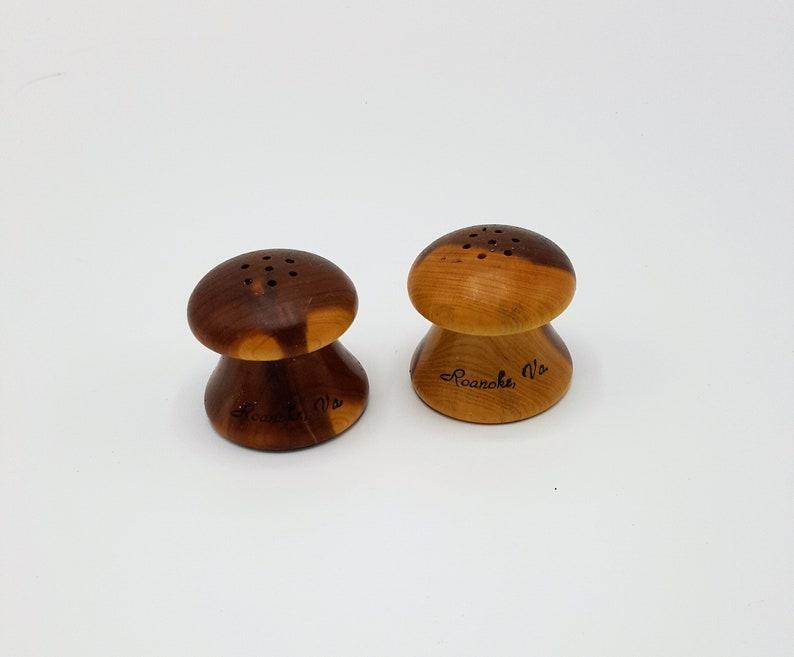 b66e60126e09 Vintage small wood salt pepper shakers Roanoak VA souvenier   Etsy