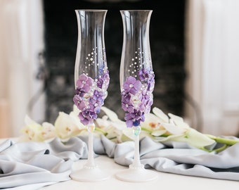 Purple wedding glasses Wedding flutes with purple flowers Wedding champagne glasses Champagne flutes Toasting glasses Toasting flutes