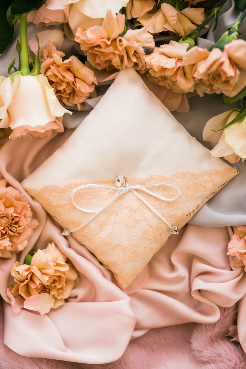 Ivory and pale pink wedding ring pillow Wedding ring holder Wedding ring cushion Pale pink wedding ring bearer Wedding gift