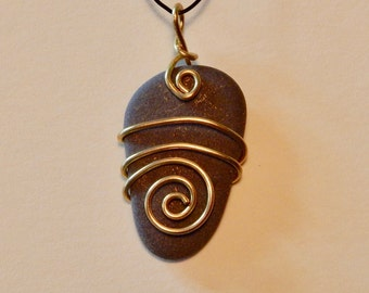 Beach Stone pendant, brass and stone