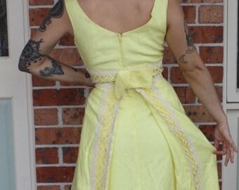 e1605f2dd6 Beautiful 1960s 1970s Yellow Long Dress with Back Detail.