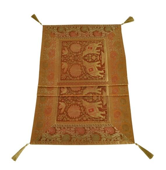 chemin de table design vintage en soie pour d coration. Black Bedroom Furniture Sets. Home Design Ideas
