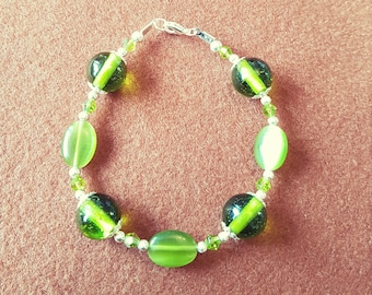 Moss-green chunky beaded bracelet