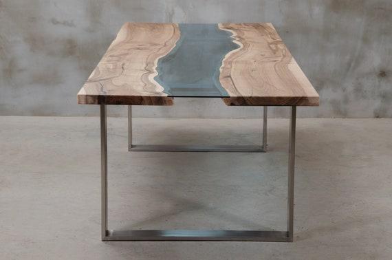 Personalisiert Live Edge Tisch aus Nussbaum, Fluss Tisch mit blauem Glas, ein moderner Konferenztisch, ein großer hölzerner Esstisch