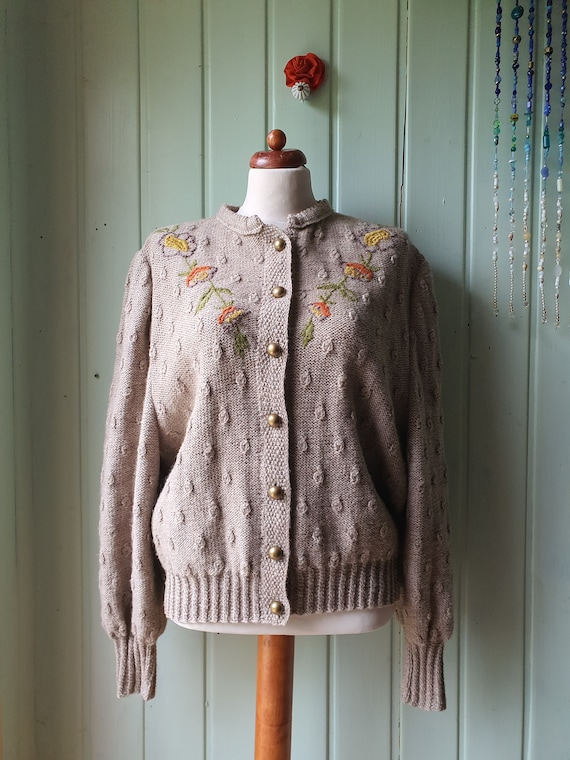 Cuddly, handmade cardigan with embroidery gr.M/L