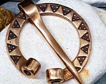 Small Bronze FIBULA penannular Viking brooch, hammered pattern