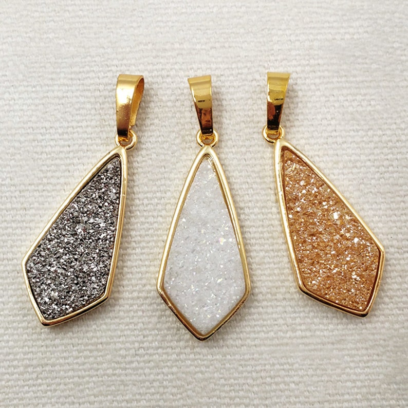 P1303 Diamond Shaped Titanium Druzy Agate Pendant Natural Drusy Agate Pendant with 24k Real Gold Plated Bezel for Women Jewelry Making