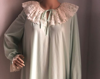 5ae05b105210 NWT Vintage Vassarette Lace Ruffle Collar Mint Green Nightgown Loungewear  With Original Tags Attached