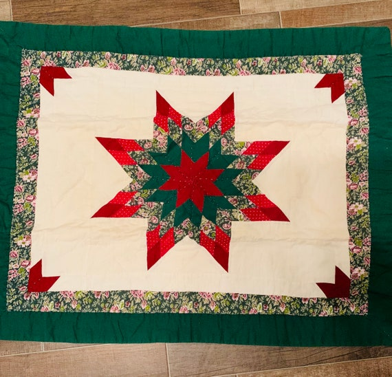 Christmas Star Wall Quilt 22 1/2 x 28""