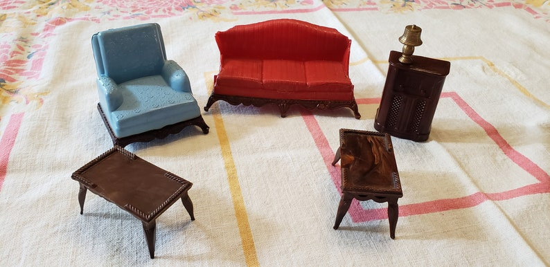 Wondrous Renwal Colonial Dollhouse Livingroom Furniture As Is Blue Chair 2 Coffee Tables Radio Brass Lamp Red Broken Sofa Pabps2019 Chair Design Images Pabps2019Com