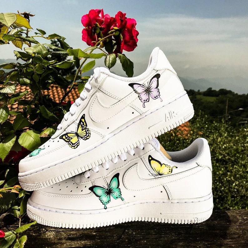 """Nike met son logo à l'honneur avec la Air Force 1 """"All Over"""