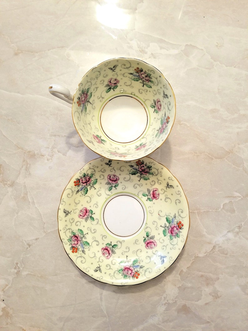 Vintage Retro Tea Party Cosplay Country Shabby chic Very pretty Pastel Yellow Shabby Chic Victoria teacup and saucer set
