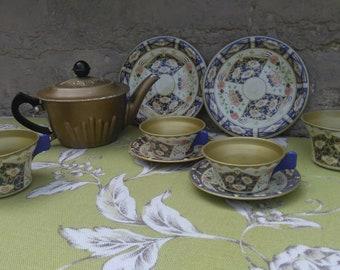Tin vintage child's tea set