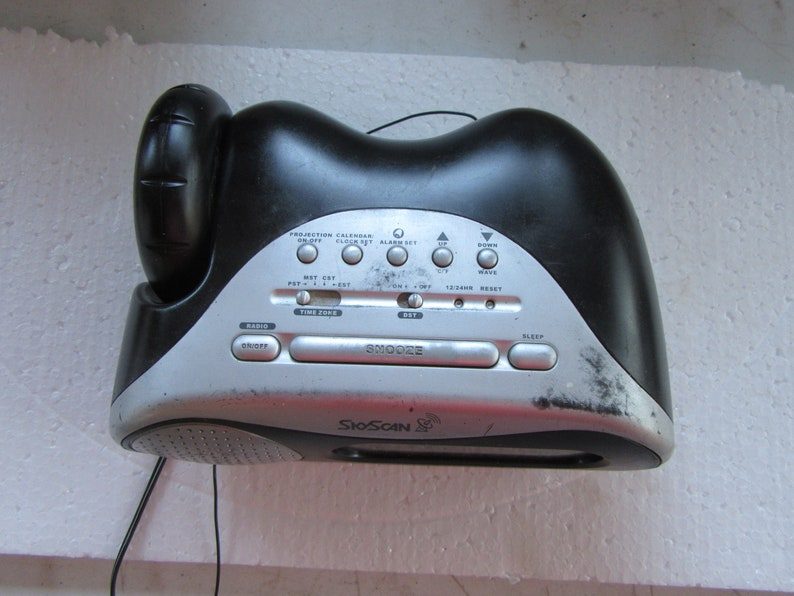 SkyScan  Atomic Projection Radio model:34202 AC-DC Am Fm Alarm Snooze built in Antenna vintage electronic sold in used working as intended
