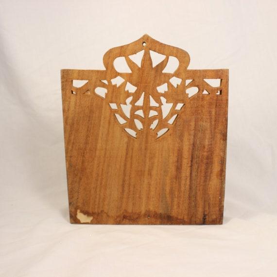 porte courrier en bois sculpté à la main