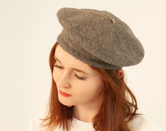 7b5135dbf0f Vintage 90 s Light Grey Speckled Wool Beret Hat