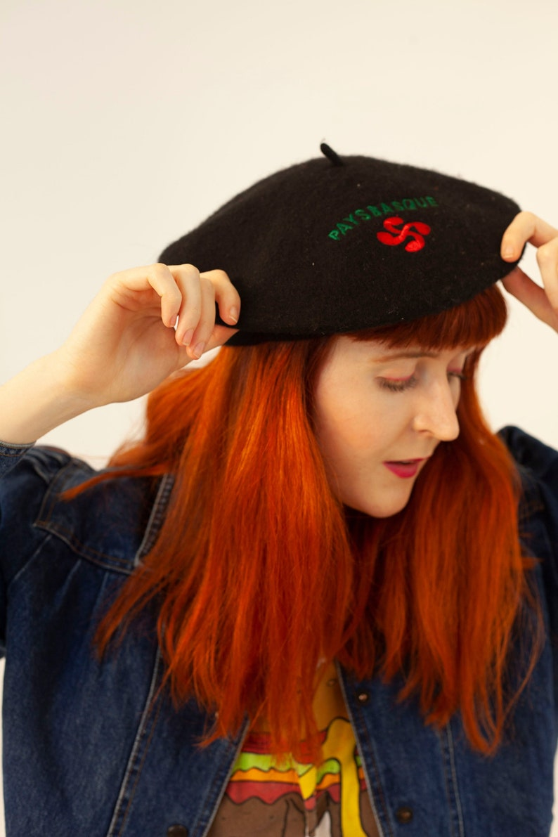 a6cfd12ac8783 Vintage 80 s Black Red Green Embroidered Wool Beret Hat