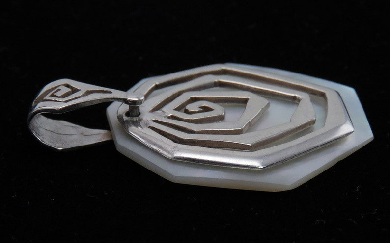 Vintage c1970/'s Sterling Silver and Mother of Pearl Shell Necklace Pendant or Charm