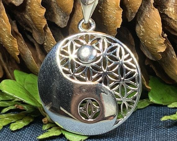 Yin Yang Necklace, Celtic Jewelry, Yoga Jewelry, Celtic Knot Pendant, Yin Yang Pendant, Pagan Jewelry, Chinese Symbol Jewelry