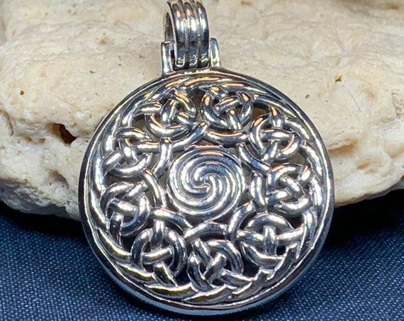 Celtic Triskele Necklace, Triple Spiral Necklace, Irish Jewelry, Scotland Jewelry, Ireland Gift, Wiccan Jewelry, Pagan Jewelry, Mom Gift