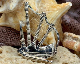 Bagpipes Pin, Scotland Jewelry, Celtic Brooch, Bagpiper Gift, Outlander Jewelry, Irish Jewelry, Musical Instrument Jewelry, Highland Piper