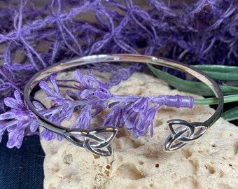 Trinity Knot Bracelet, Celtic Jewelry, Irish Jewelry, Celtic Knot Bracelet, Bridal Jewelry, Girlfriend Gift, Wife Gift, Wiccan Jewelry