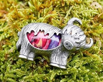 Highland Cow Brooch, Scottish Cow, Heather Jewelry, Scotland Pin, Cute Animal, Celtic Pin, Gift for Her, Mom Gift, Celtic Jewelry