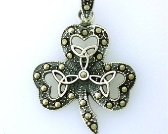 Trinity Knot Shamrock Necklace, Celtic Jewelry, Sister Gift, Mom Gift, Irish Jewelry, Celtic Knot, Clover Necklace, Gift for Her