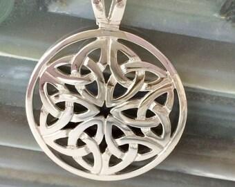 Trinity Knot Necklace, Scotland Jewelry, Outlander Jewelry, Bridal Jewelry, Wedding Jewelry, Love Token, Anniversary Gift, Celtic Necklace