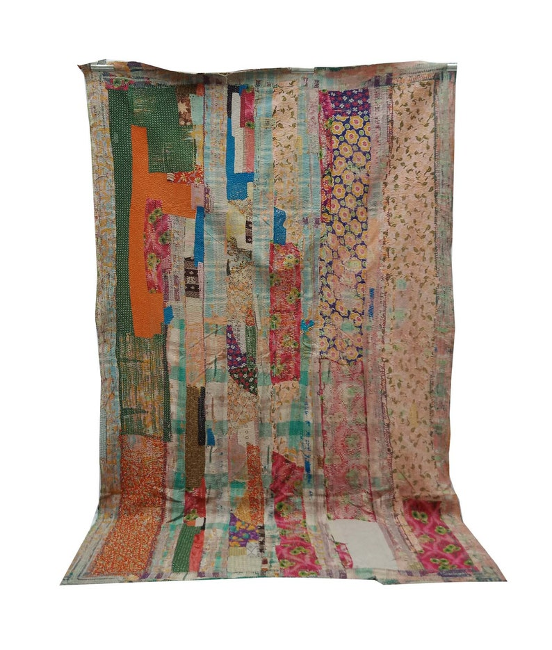 Vintage White Sari Throw Kantha Quilt Bedspread Throw Cotton Blanket Twin Size patch Quilt Kantha Quilt Kantha Sofa Cover Wall Tapestry