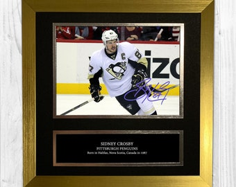5b1ae690361 Sidney Crosby Pittsburgh 1 Penguins Signed Autograph Personalised Photo 10  x 10