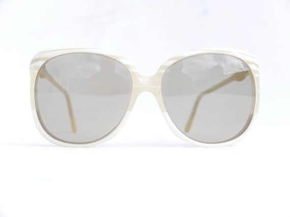 Cool 70s oversized sunglasses