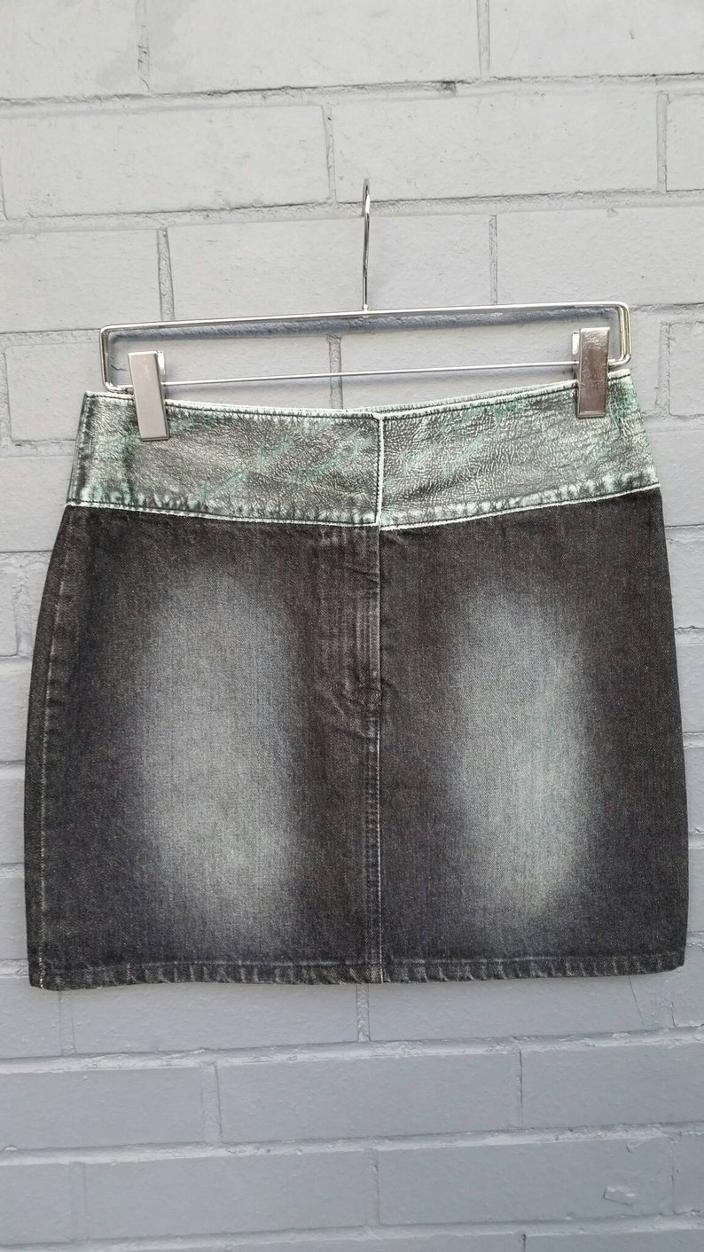 4f5fe24b 1990s Versace Jeans Couture mini skirt