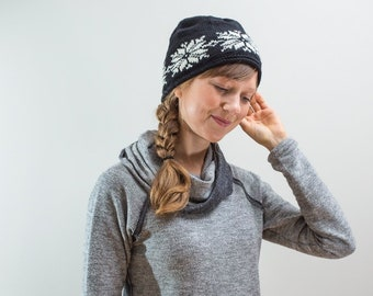 d3fddcb587345 Youth Wool Hat in black + white  Snowflake