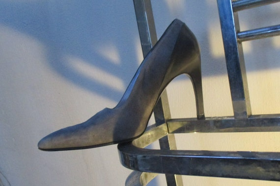 THIERRY MUGLER SHOES Grey suede pumps contrasting
