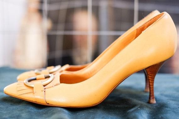YVES SAINT LAURENT 37 shoes pumps high heels yello
