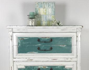 Distressed 5-drawer Thomasville vintage dresser
