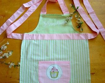 Beautiful Kitchen apron made of 100% cotton.