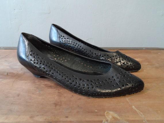 smart black low heel pointed toe slip