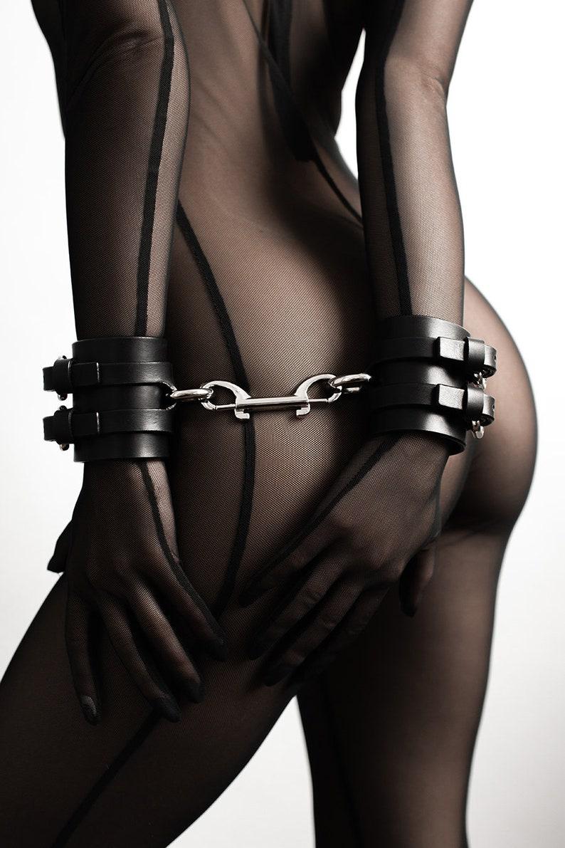 Premium garment leather locking thigh restraints