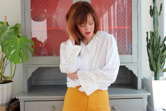 Vintage Folk Blouse 80s / XL / White Ruffled Croch