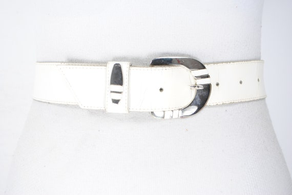30''-34'' White antique cracked leather belt -  an