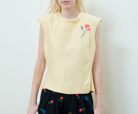 yellow flower embroidery blouse | 90s flower detai