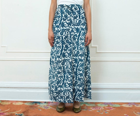 blue batik print maxi skirt | 70s navy block print long skirt | a line high waisted ethnic maxi skirt | blue white skirt