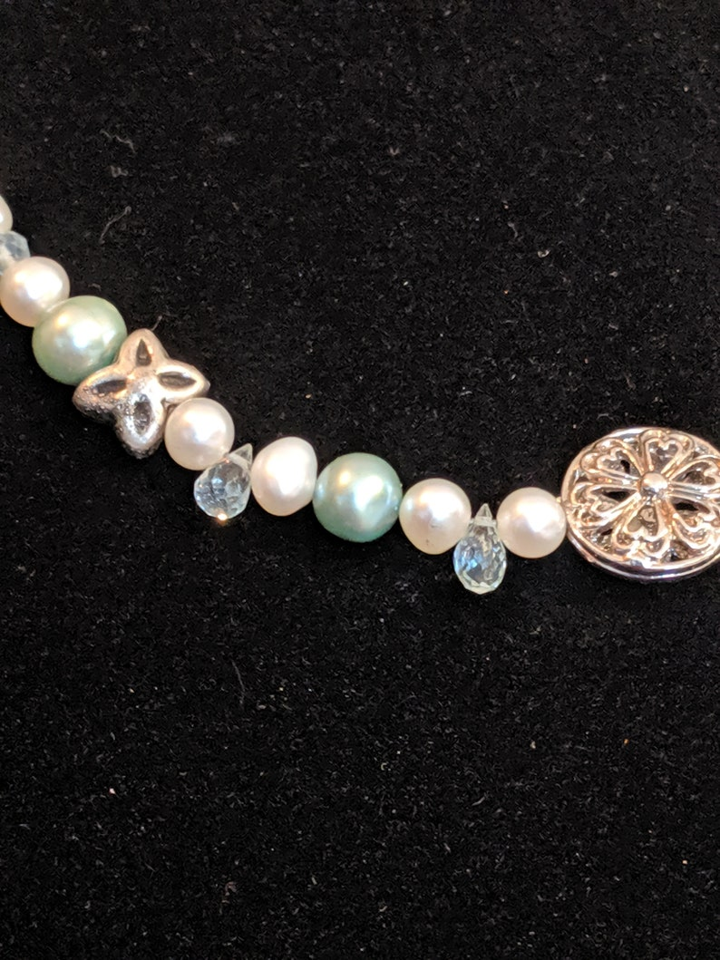 Teardrop-shaped micro faceted aquamarine and Pearl necklace.